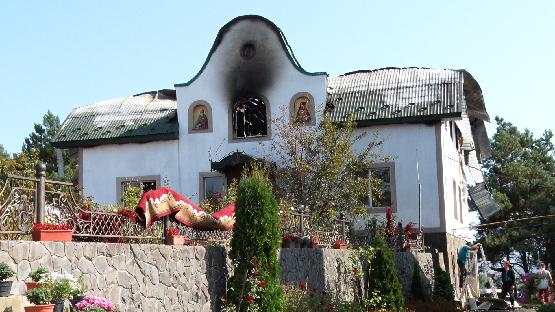 Нічна пожежа у монастирі: вогонь знищив оселю монахів у Сільці