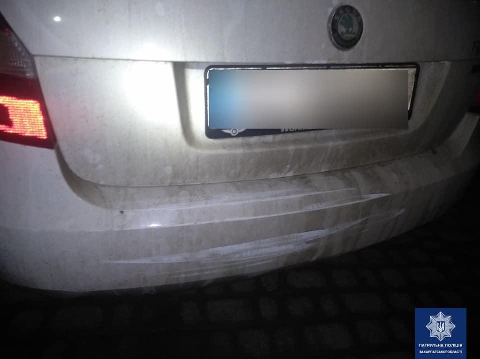 В Ужгороді п'яний водій врізався в припарковане BMW