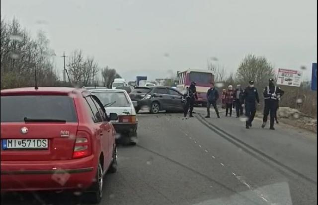 Автопригода на Тячівщині: пасажирський автобус зіткнувся з легковиком